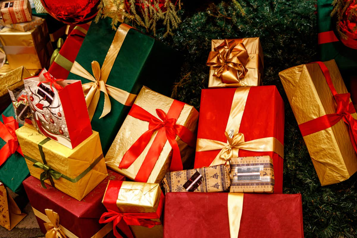 How Spouses Can Save Money On Christmas Gifts To Each Other